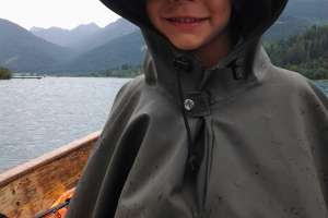 jonathan, der regen ist uns wurscht. wir gehen fischen! - © martin müller