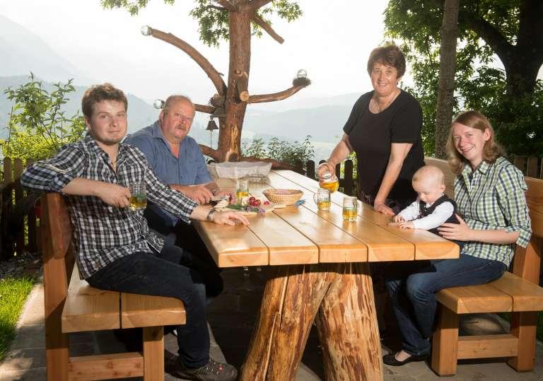 Familie Winkler bewirtet Sie gerne! - © Gasthof Waldemar
